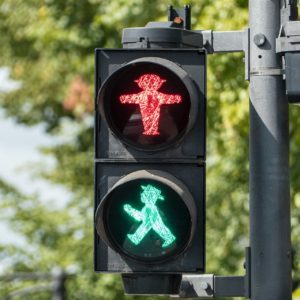 Use stop light colors to tune feedback from KPIs.
